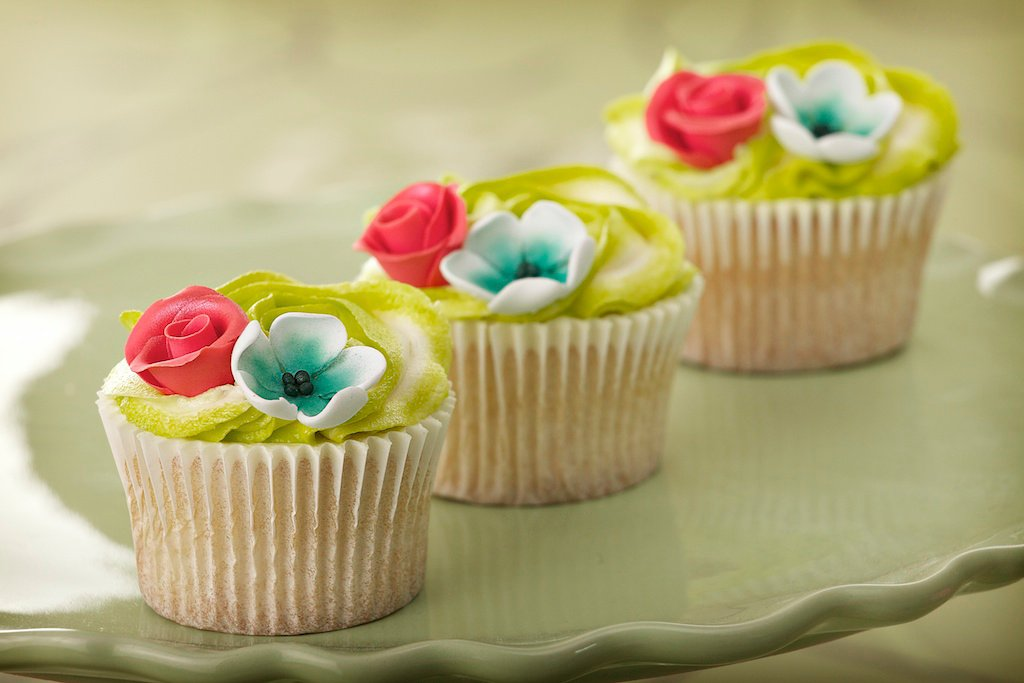 Wedding Cakes Cup Cakes 01