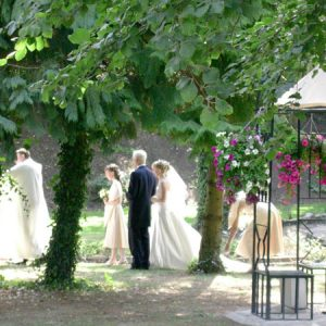 Station-House-Wedding-Venue-Ceremony-outside